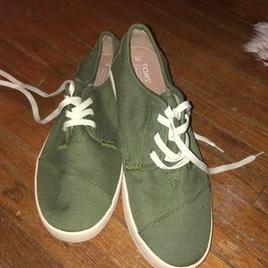 Toms casual shoe green size 9